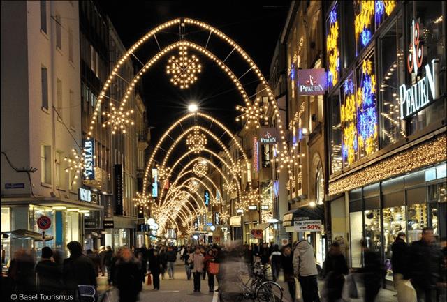 WeihnachtsbeleuchtungFreieStrasse.png