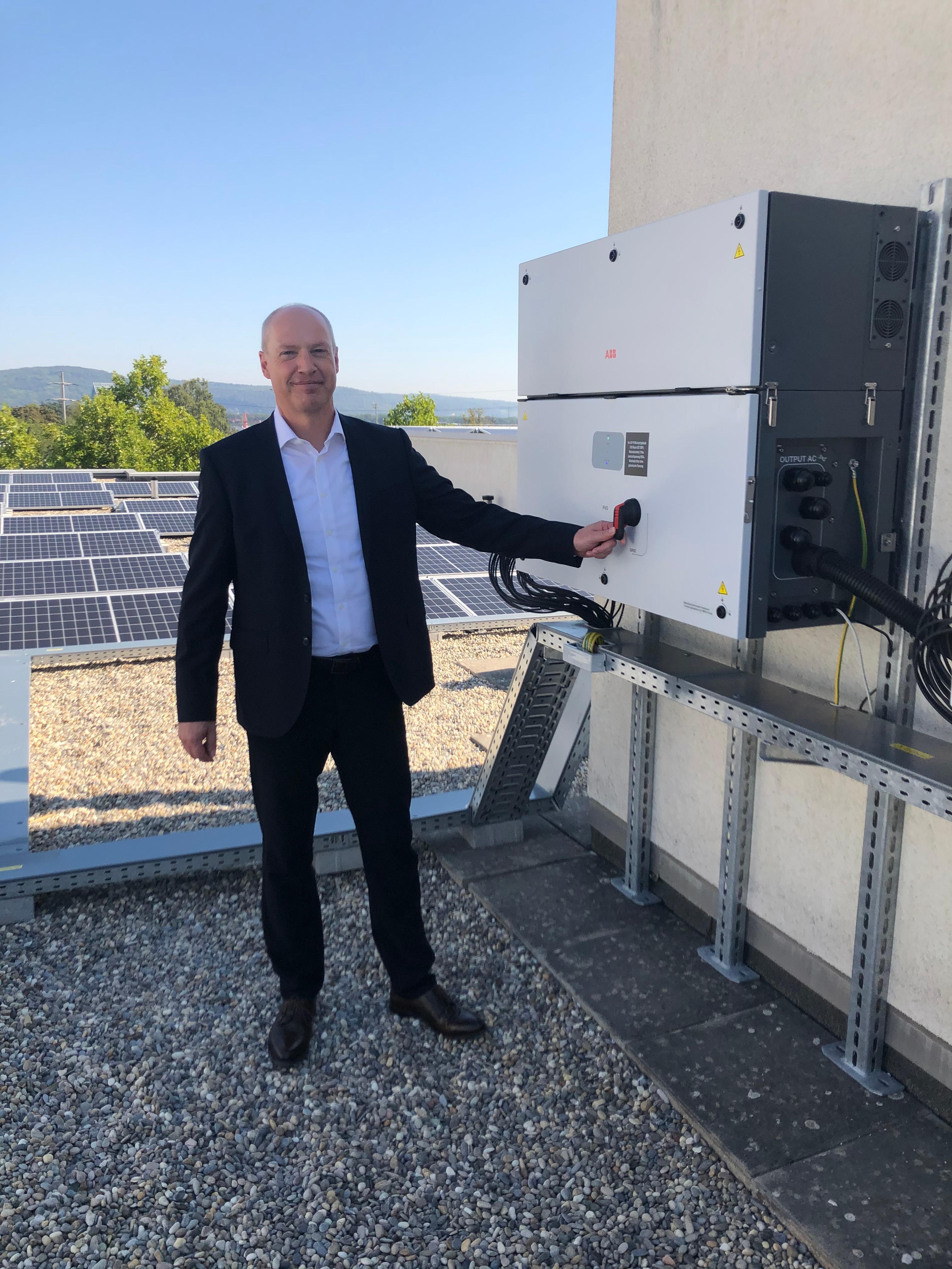 Remy Wittwer bei der Einweihung der ETAVIS Photovoltaikanlage