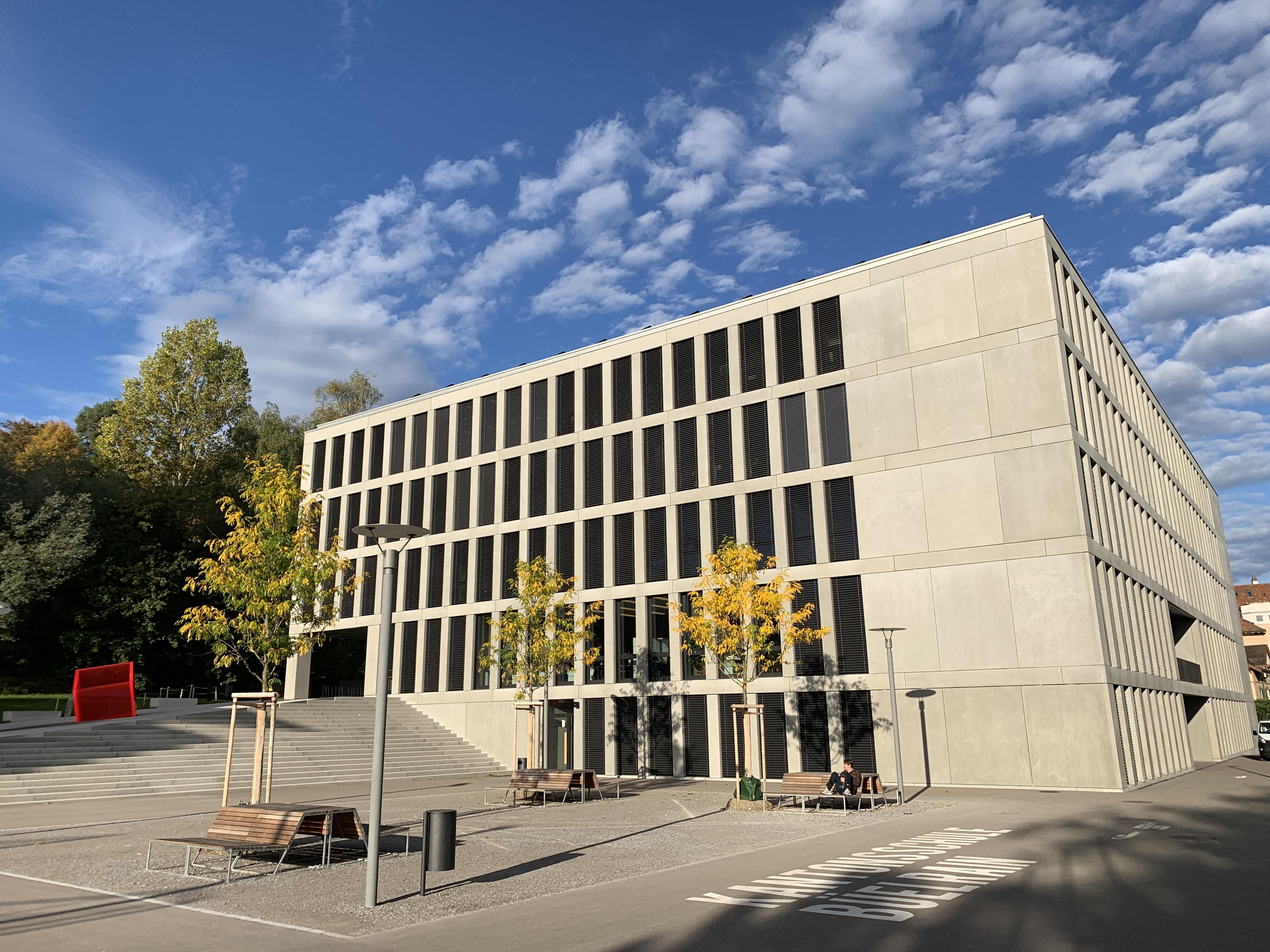 Kantonsschule Büelrain - Architektur im Zeichen der Nachhaltigkeit